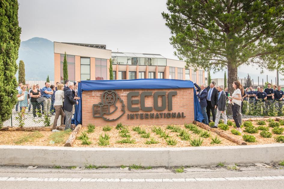 L'inaugurazione dell'insegna ecor international
