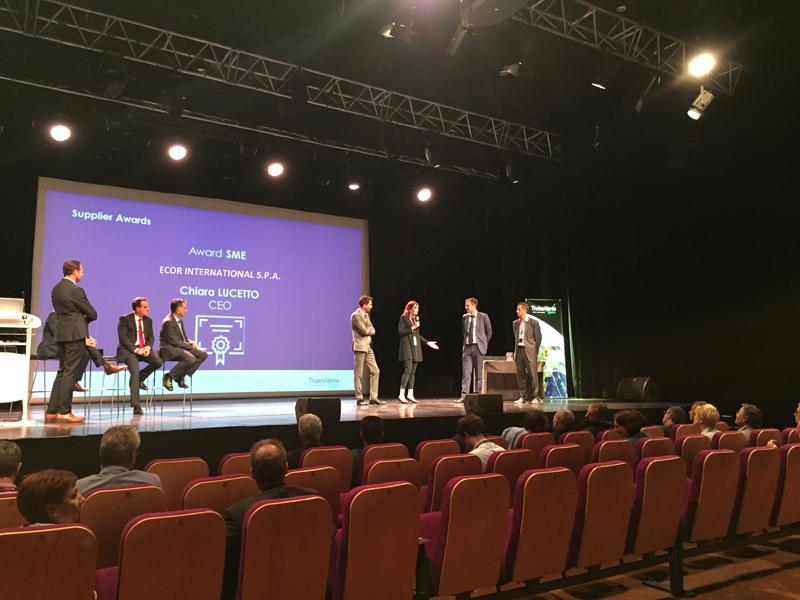Il momento della premiazione nella sede di Cannes di Thales Alenia Space.