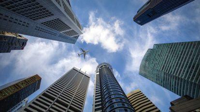 Un aereo in volo: l'accordo di Leonardo rivolto ai fornitori dell'Aerospazio si rivolge a questo settore.