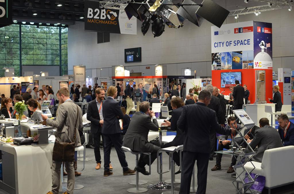 Un momento della passata edizione di Space Tech Expo Europe durante la quale erano presenti fornitori di componenti per veicoli spaziali,.