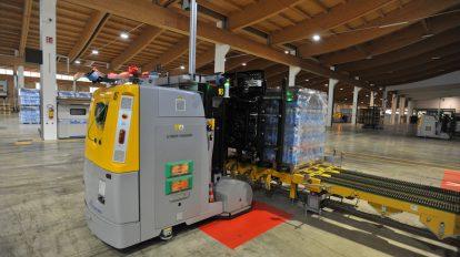 Un carrello a guida autonoma : saranno svolti dei test di usura dei componenti